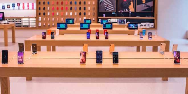Những khách hàng đen đủi mang iPhone đến Apple Store, đang không có cách nào để lấy lại - Ảnh 1.