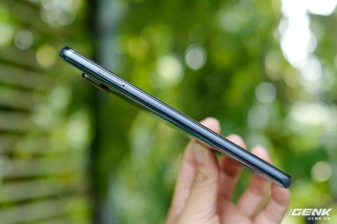 Cận cảnh Redmi Note 9S Xanh Cực Quang: Màu đẹp, hoàn thiện tốt, Snapdragon 720G chạy mượt, cụm 4 camera thiết kế hơi dị - Ảnh 5.