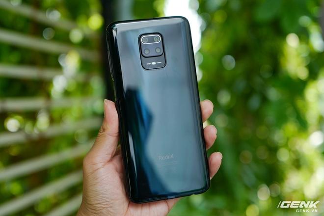 Cận cảnh Redmi Note 9S Xanh Cực Quang: Màu đẹp, hoàn thiện tốt, Snapdragon 720G chạy mượt, cụm 4 camera thiết kế hơi dị - Ảnh 3.