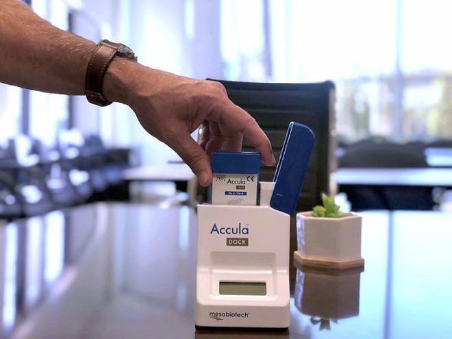 Thiết bị xét nghiệm Covid-19 cầm tay, giá rẻ, có thể sử dụng tại nhà đang được các nhà khoa học Anh phát triển - Ảnh 2.