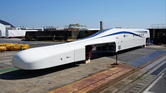 Nhật Bản giới thiệu nguyên mẫu tàu điện siêu tốc mới: Sử dụng công nghệ sạc không dây, đạt vận tốc tối đa lên tới hơn 500km/h - Ảnh 1.