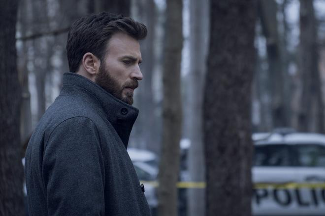 """Apple ra mắt trailer phim mới: Khi """"đội trưởng Mỹ"""" Chris Evans phải xử lý vụ án giết người do chính con trai mình gây ra - Ảnh 2."""