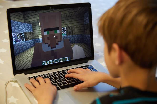 Không muốn người dân tụ tập ngoài đường, chính phủ Ba Lan tự mở luôn server Minecraft để dụ giới trẻ ngồi nhà chơi game - Ảnh 1.