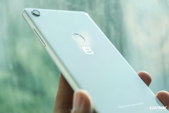 CEO BKAV Nguyễn Tử Quảng: Bphone đã có thể là một trong những smartphone đầu tiên trên thế giới có cảm biến vân tay dưới màn hình, tuy nhiên không dùng vì trải nghiệm không tốt - Ảnh 1.