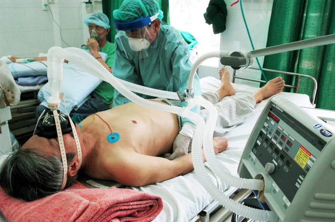 Chuyên gia: COVID-19 là 3 cú đấm liên hoàn vào cơ thể, nếu chặn được đòn đánh cuối cùng, bệnh nhân sẽ thoát khỏi cửa tử - Ảnh 3.