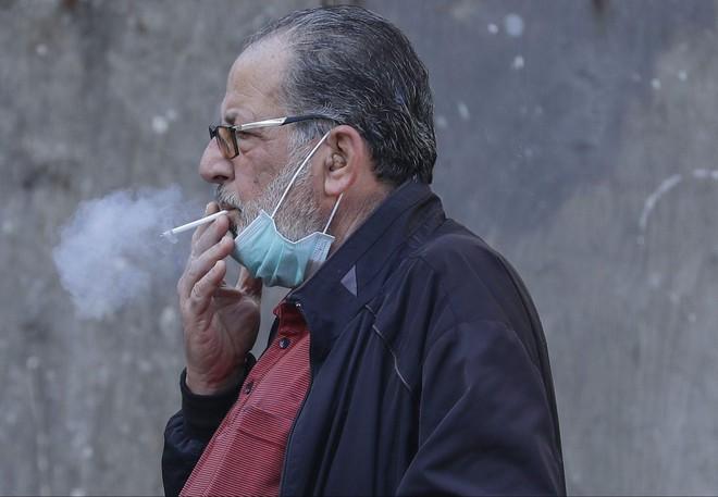 Trong dịch COVID-19 mà còn hút thuốc lá, coi chừng rơi vào nhóm nguy kịch khi nhiễm bệnh - Ảnh 4.