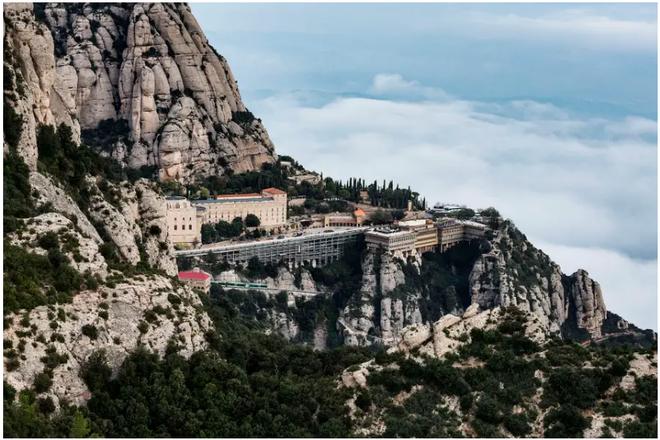 21 bức ảnh ngoạn mục về các địa điểm tôn giáo biệt lập bậc nhất thế giới - Ảnh 8.