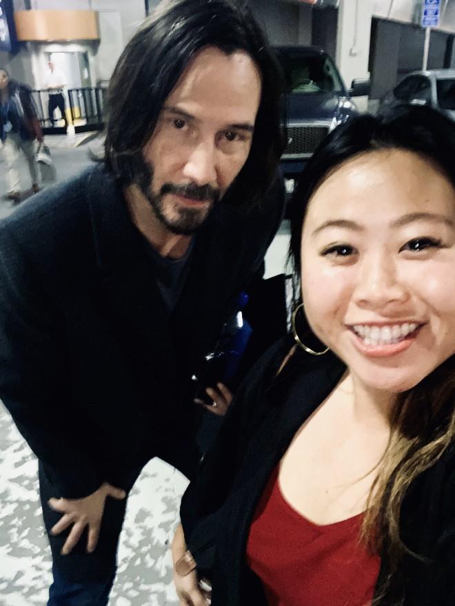 Chiều fan như Keanu Reeves: Selfie vô tư thoải mái, ảnh mà xấu là sẵn sàng chụp lại luôn chẳng hề khó chịu - Ảnh 3.