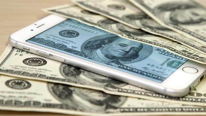Nghiên cứu: Điện thoại Android rớt giá nhanh gấp đôi so với iPhone - Ảnh 1.