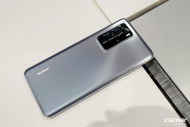 Mổ bụng Huawei P40 phát hiện thấy linh kiện của Mỹ - Ảnh 1.