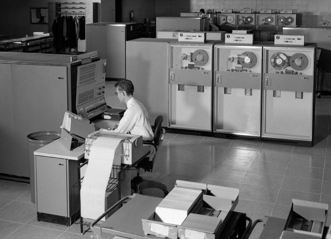 Chỉ vì một loại ngôn ngữ lập trình cổ lỗ sĩ, hàng trăm nghìn người Mỹ phải chờ mòn mỏi mới nhận được trợ cấp thất nghiệp - Ảnh 2.