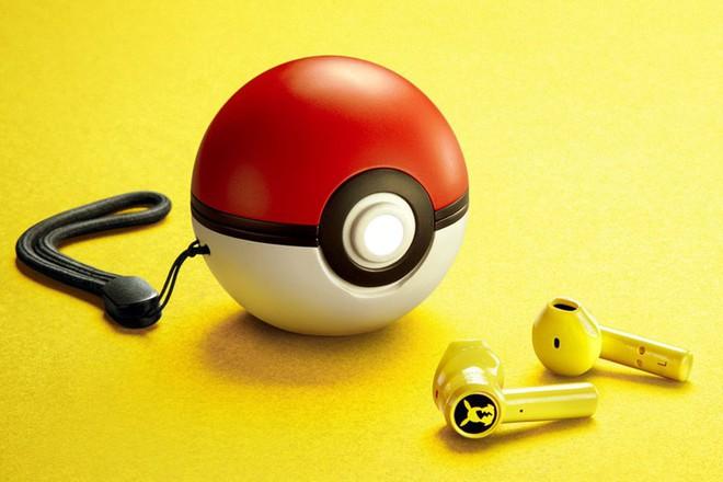 Razer ra mắt tai nghe Pokémon Pikachu True Wireless, hộp sạc là một quả bóng Pokeball - Ảnh 1.