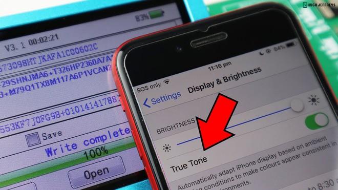 Để tính năng True Tone hoạt động trở lại sau khi thay màn hình iPhone, một chiếc máy hỗ trợ copy mã màn hình là bắt buộc.