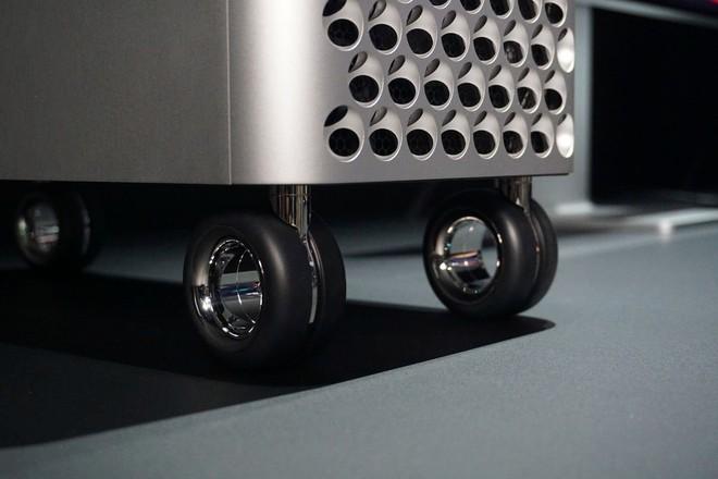 Apple bắt đầu bán lẻ bộ bánh xe của Mac Pro, giá tương đương một chiếc iPhone 11 - Ảnh 1.