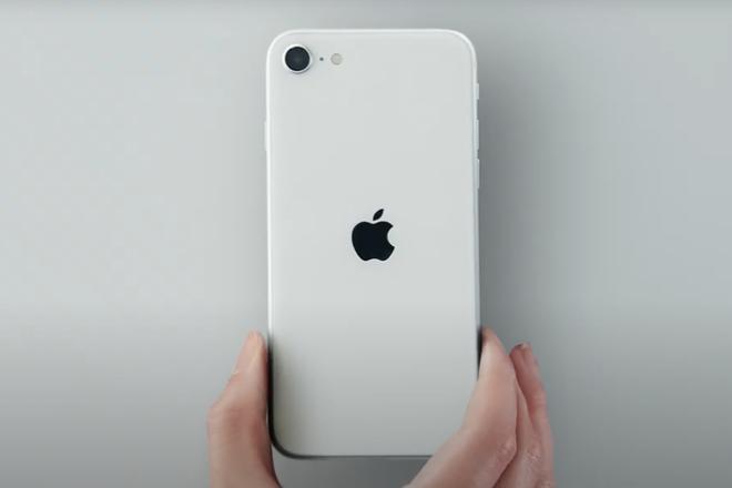"""iPhone SE 2020 là """"chiếc đinh"""" cuối cùng Apple đóng vào cỗ quan tài của những chiếc smartphone màn hình nhỏ - Ảnh 1."""