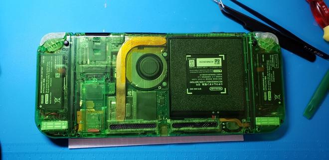 Game thủ tự tay chế máy chơi game Nintendo Switch từ linh kiện mua trên mạng - Ảnh 2.