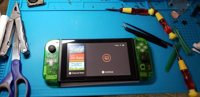 Game thủ tự tay chế máy chơi game Nintendo Switch từ linh kiện mua trên mạng - Ảnh 1.