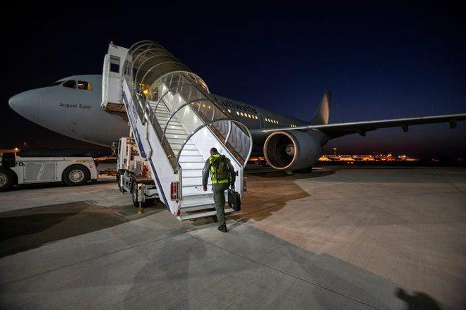"""Bên trong """"bệnh viện bay"""" Airbus A310 của quân đội Đức - Ảnh 10."""