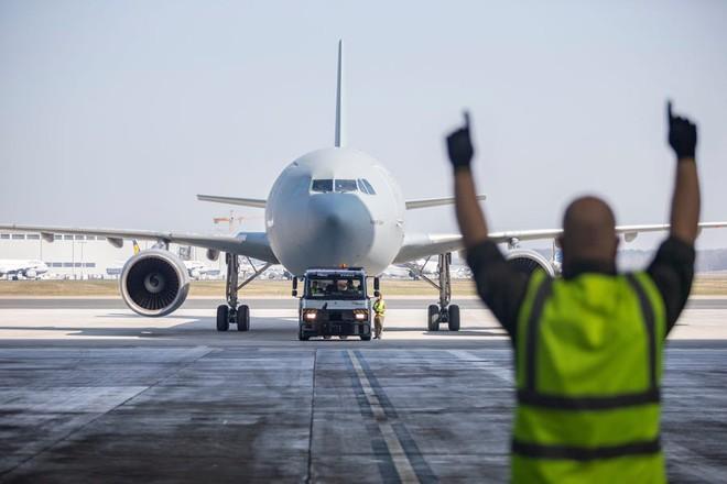 """Bên trong """"bệnh viện bay"""" Airbus A310 của quân đội Đức - Ảnh 6."""
