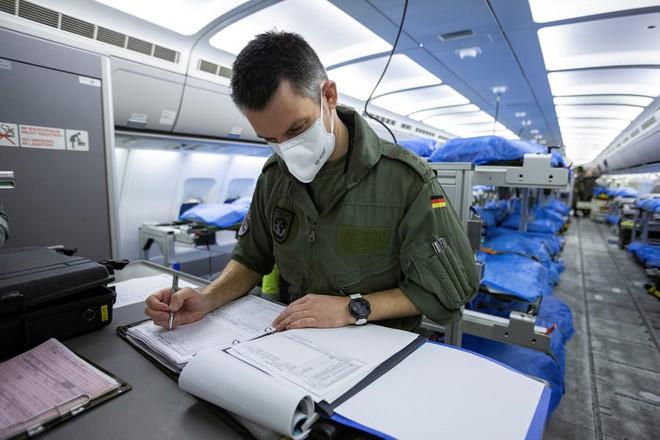 """Bên trong """"bệnh viện bay"""" Airbus A310 của quân đội Đức - Ảnh 4."""