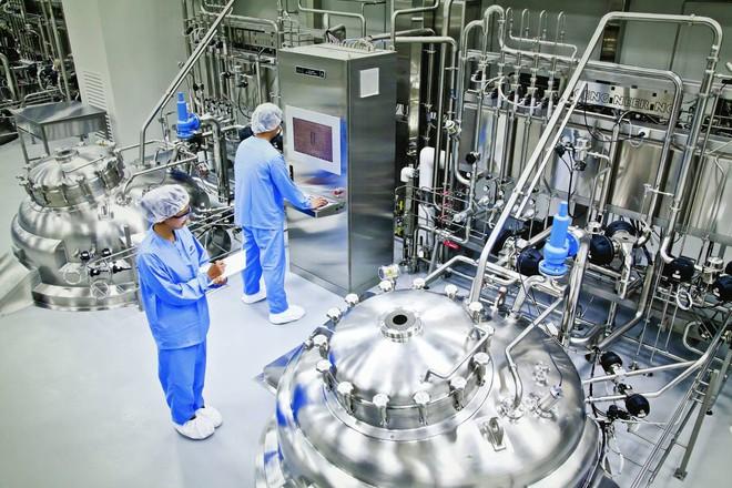 Giám đốc Johnson & Johnson: 1 tỷ USD để sản xuất 1 tỷ liều vắc-xin COVID-19 - Ảnh 5.