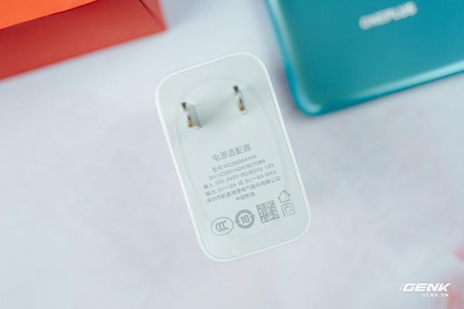 Trên tay OnePlus 8 và OnePlus 8 Pro tại VN: Bỏ camera thò thụt, Snapdragon 865, giá chạm ngưỡng 1000 USD - Ảnh 2.