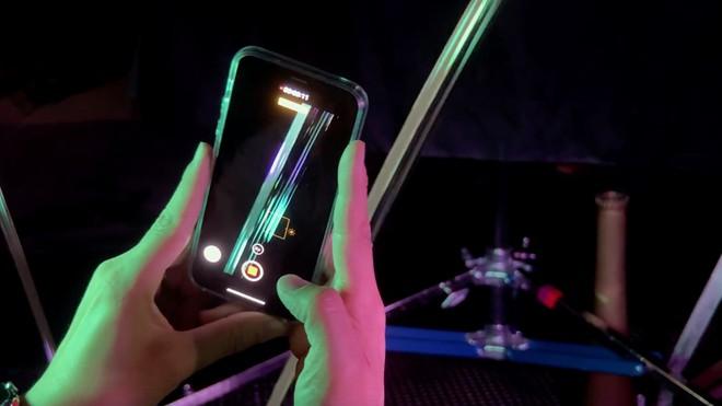Bất chấp COVID-19, American Idol vẫn được tổ chức bằng cách dùng iPhone để quay phim thí sinh từ xa - Ảnh 1.