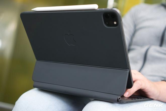 Trên tay và trải nghiệm nhanh bàn phím Magic Keyboard hơn 10 triệu đồng của iPad Pro: rất nặng, lắp vào dày hơn MacBook Pro 13, bù lại phím gõ rất sướng tay - Ảnh 17.