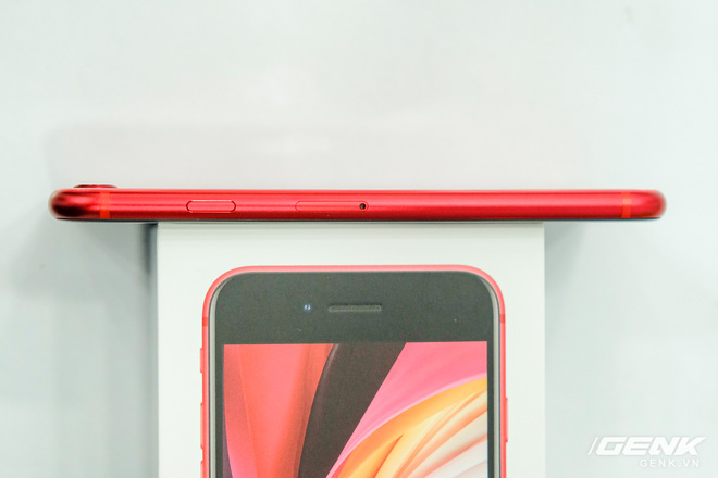 Cận cảnh iPhone SE 2020 đầu tiên tại Việt Nam: Thiết kế giống iPhone 8, giá từ 12.7 triệu đồng - Ảnh 4.