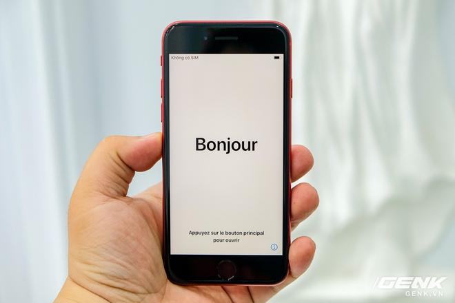 Cận cảnh iPhone SE 2020 đầu tiên tại Việt Nam: Thiết kế giống iPhone 8, giá từ 12.7 triệu đồng - Ảnh 8.