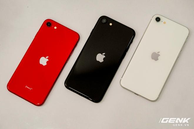 Cận cảnh iPhone SE 2020 đầu tiên tại Việt Nam: Thiết kế giống iPhone 8, giá từ 12.7 triệu đồng - Ảnh 10.