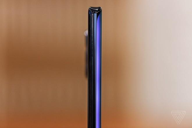 Motorola quay trở lại cuộc đua smartphone cao cấp với Edge Plus giá 1.000 USD - Ảnh 2.