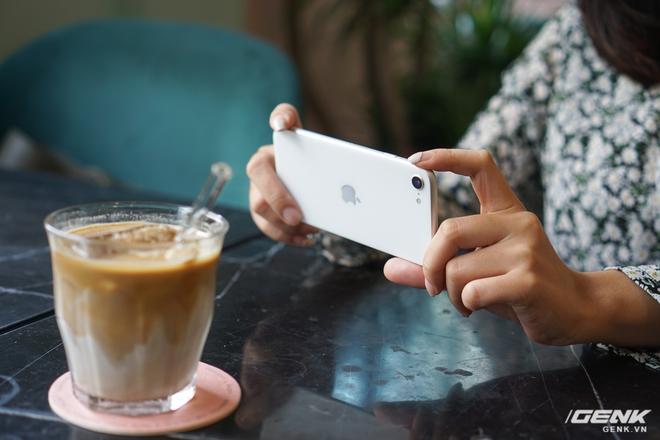 Trải nghiệm nhanh iPhone SE 2020: Quái vật không sừng đội lốt cừu non - Ảnh 12.