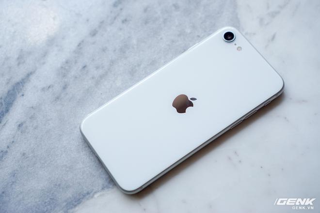 Trải nghiệm nhanh iPhone SE 2020: Quái vật không sừng đội lốt cừu non - Ảnh 1.