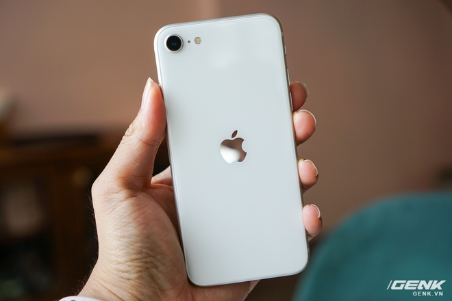 Trải nghiệm nhanh iPhone SE 2020: Quái vật không sừng đội lốt cừu non - Ảnh 3.