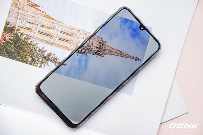 Mở hộp Galaxy M21: thiết kế cơ bản với màn hình Infinity-U, 3 camera 48MP và pin 6000mAh - Ảnh 4.