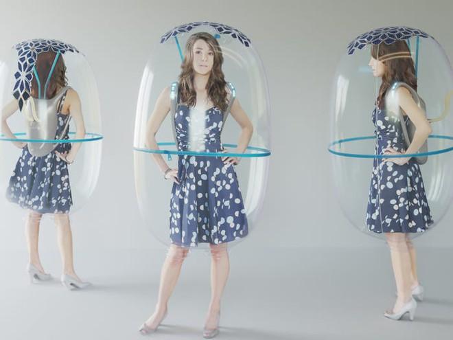 Sau Trung Quốc đến lượt Ý phát triển nguyên mẫu bong bóng toàn thân giúp bảo vệ mọi người khỏi COVID-19 - Ảnh 2.