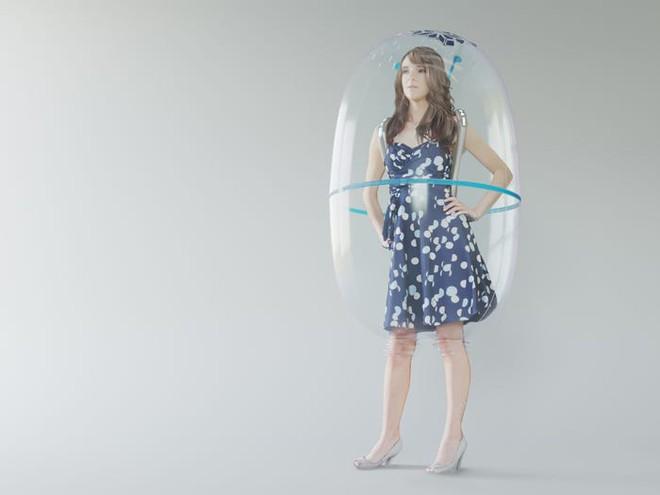 Sau Trung Quốc đến lượt Ý phát triển nguyên mẫu bong bóng toàn thân giúp bảo vệ mọi người khỏi COVID-19 - Ảnh 3.