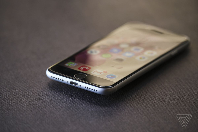 iFixit tìm ra sự thật có bao nhiêu linh kiện của iPhone SE được lấy từ iPhone cũ - Ảnh 1.