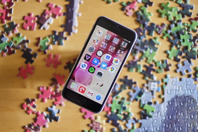 Chiến lược hạ giá sản phẩm kết hợp ra mắt thiết bị giá rẻ giúp Apple sống sót qua mùa dịch - Ảnh 1.