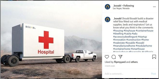 """Công ty làm """"nhà xếp hình"""" này có thể xây cả bệnh viện dã chiến dạng lắp ghép, rộng 36m2 nhưng gấp lại được, kéo đi khắp nơi bằng ô tô - Ảnh 1."""