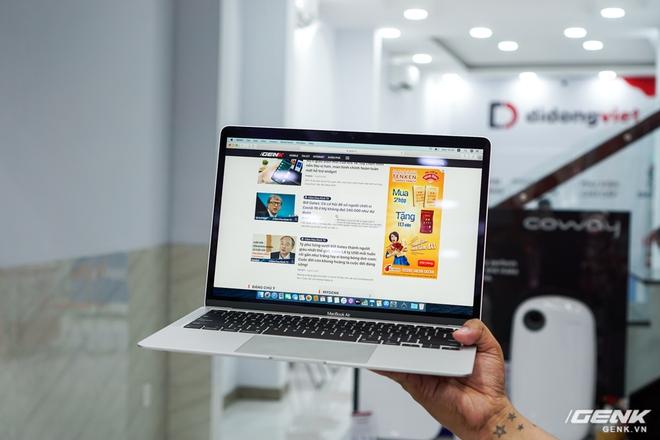 Cận cảnh Macbook Air 2020: Vi xử lý Intel thế hệ 10, bàn phím cắt kéo giống bản Pro 16, hành trình phím dài hơn, giá khởi điểm 27,7 triệu đồng - Ảnh 7.