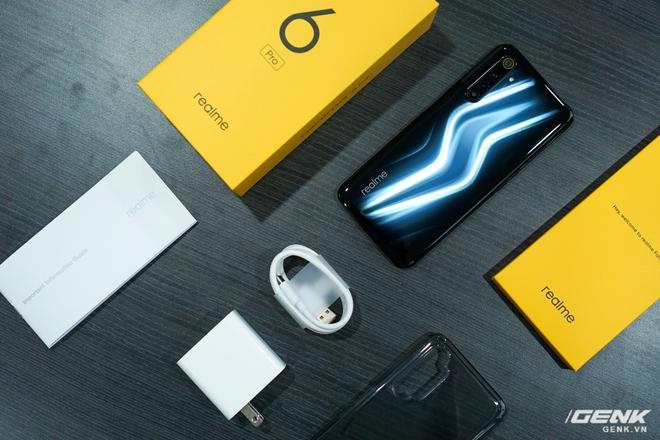 Trên tay Realme 6 Pro: Mặt lưng tia chớp, Snapdragon 720G, 6 camera, màn hình 90Hz - Ảnh 1.