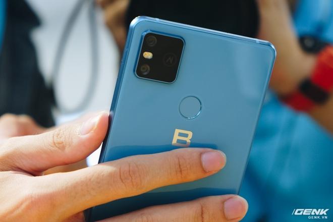 Những điểm hoài nghi ở Bphone B86: Chống nước IP68+, camera gây hiểu lầm, hình nền đạo iPhone 11 - Ảnh 2.