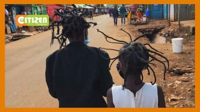 Kiểu tóc phổ biến nhất ở khu ổ chuột tại Kenya được lấy cảm hứng từ virus corona - Ảnh 1.