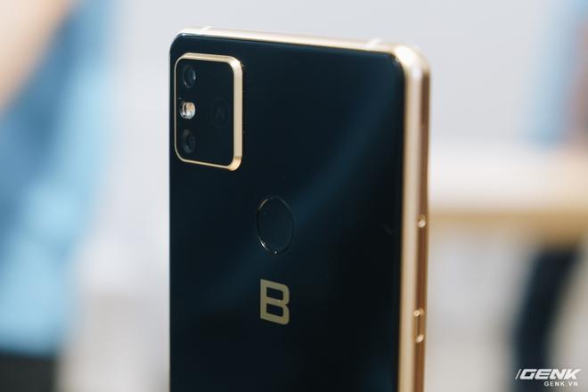 CEO BKAV Nguyễn Tử Quảng tự tin so sánh Bphone B86 với Samsung và Oppo, khẳng định không hề kém cạnh về cấu hình - Ảnh 1.