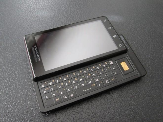 """Nhìn lại Motorola Droid: câu chuyện về sự cạnh tranh giữa các """"bạn cũ - Motorola vs. Apple, Verizon vs. AT&T - Ảnh 2."""