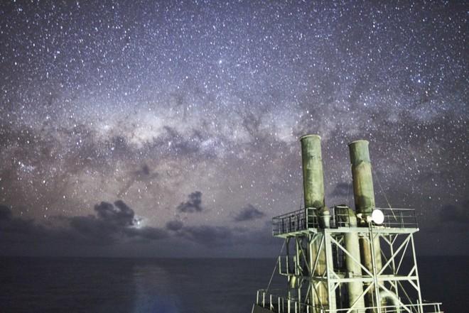 Theo đuổi đam mê chụp ảnh thiên văn trên tàu chở hàng giữa biển khơi bao la - Ảnh 4.