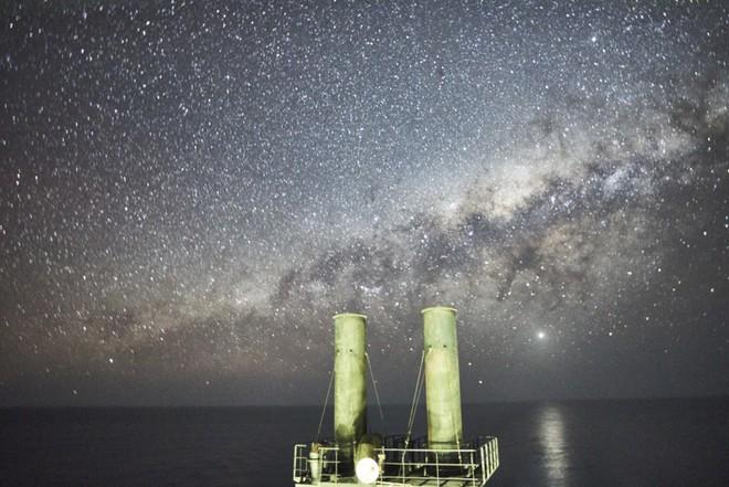 Theo đuổi đam mê chụp ảnh thiên văn trên tàu chở hàng giữa biển khơi bao la - Ảnh 6.