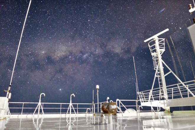 Theo đuổi đam mê chụp ảnh thiên văn trên tàu chở hàng giữa biển khơi bao la - Ảnh 8.